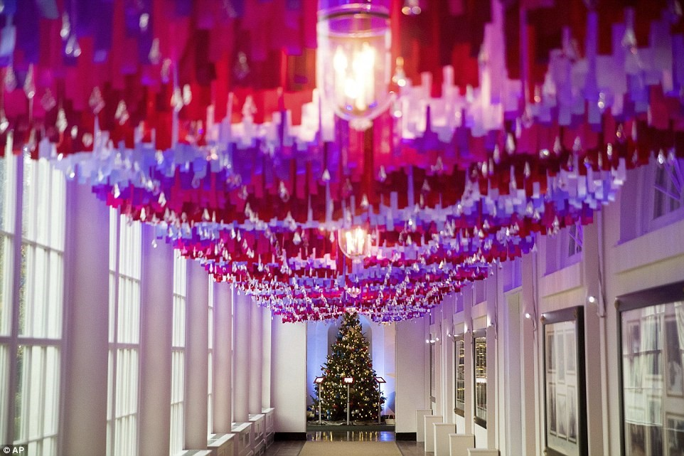 Nhà Trắng Rộn Ràng Đón Giáng Sinh Cùng Gia Đình Obama