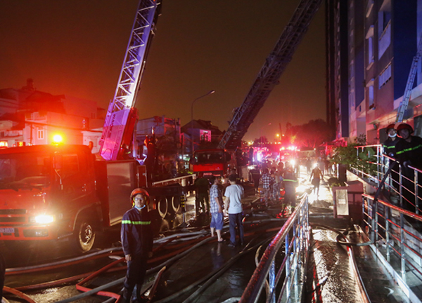 Hiện trường vụ cháy chung cư Carina quận 8 làm 13 người thiệt mạng