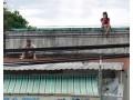 Trèo lên mái nhà xem dựng lại hiện trường vụ thảm sát Bình Phước Sáng 11/8, nhà chức trách đưa 2 nghi can vụ thảm sát ở Bình Phước đến thực nghiệm hiện trường. Người dân tìm mọi cách theo dõi vụ việc vì công an không cho tụ tập trước biệt thự.   div > .uk-panel