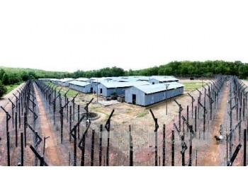 Nhà tù Phú Quốc - địa ngục trần gian Từ năm 1941 - 1944, thực dân Pháp đã đưa tù nhân ra đảo Phú Quốc thiết lập 3 trại tù, giam cầm khoảng 1.000 người và sau đó giải thể.   div > .uk-panel