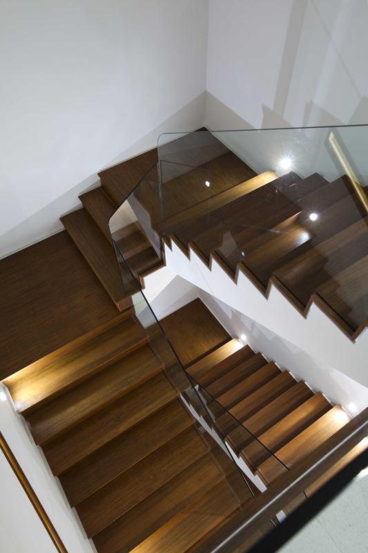 Không gian cầu thang nội thất biệt thự đẹp 100m2