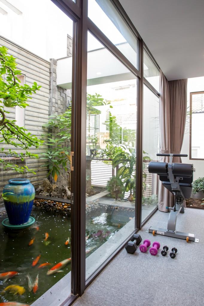 Hồ cá koi của mẫu nội thất đẹp cho nhà phố 7m